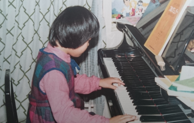 00_playing_the_piano